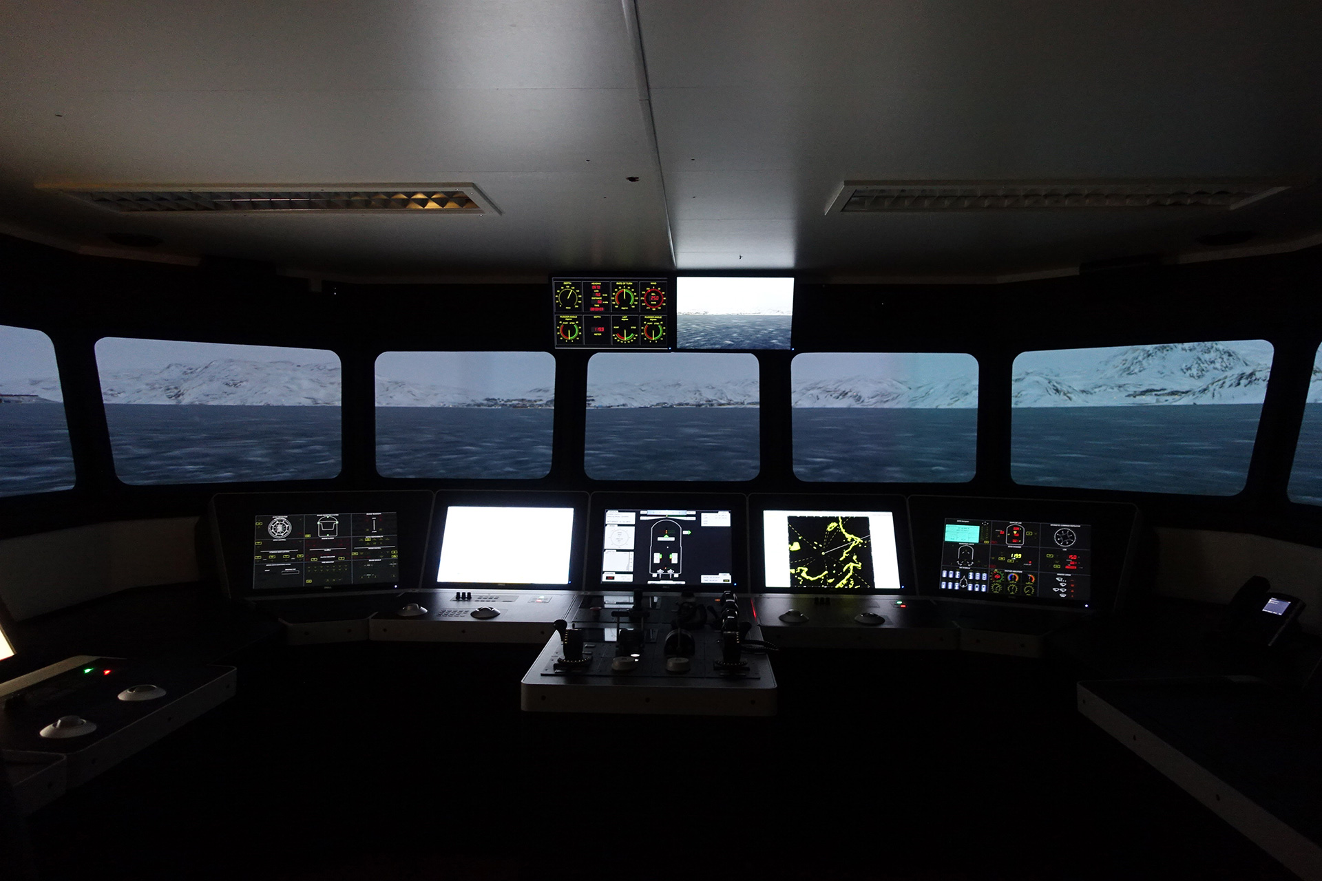 Ship's bridge simulator at USN. Photo: COAST